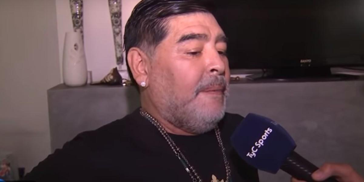 """صورة مارادونا: """"رونالدينيو ليس مجرم"""""""