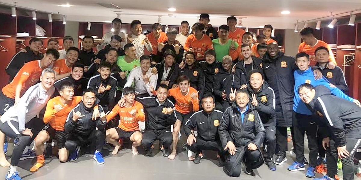 صورة فريق صيني يعود لوطنه بعد 100 يوم من الترحال بسبب كورونا