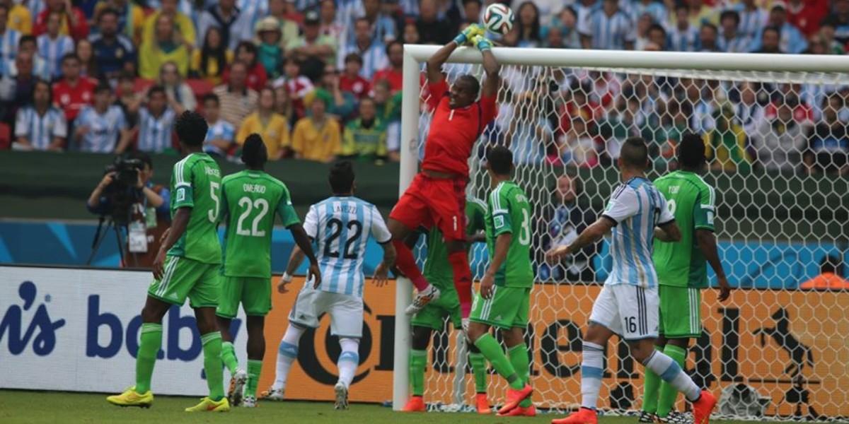 """صورة مهاجم منتخب نيجيريا السابق: """"طلب مني رشوة من أجل اللعب في المونديال"""""""