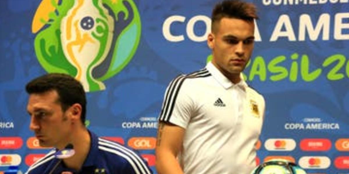 """صورة مدرب الأرجنتين: """"لاوتارو لاعب يتمناه الجميع"""""""