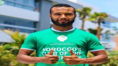 صورة الرجاء يطرح قمصان نادي القرن الـ20 بالمغرب