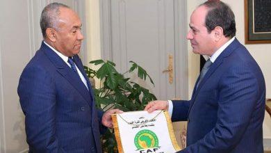 """صورة الرئيس المصري يصادق على اتفاقية مقر """"الكاف"""""""