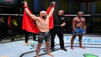 صورة عثمان أبو زعيتر يطيح بخصمه الأمريكي ويحقق انتصاره الـ13 على التوالي- فيديو