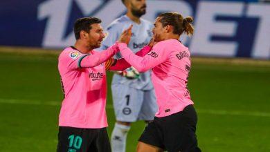 صورة بسبب ميسي.. جماهير برشلونة تهاجم غريزمان -فيديو