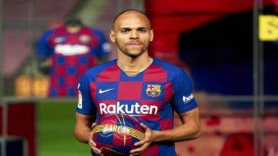 صورة رقم برايثوايت الجديد مع برشلونة يثير سخرية المتابعين