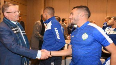 صورة لقجع يترأس الوفد الخاص بمراسيم تتويج الرجاء بطلا للدوري المغربي