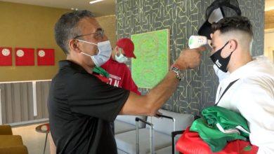 """صورة وسط إجراءات طبية مشددة.. """"الأسود"""" يلتحقون بمعسكر المنتخب في مركب محمد السادس -فيديو"""