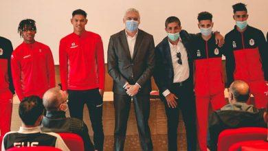 صورة الفتح الرياضي يحتفي بلاعبيه في منتخب الشباب -صور