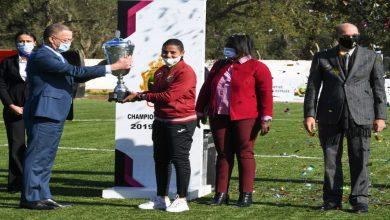 """صورة الجيش الملكي لكرة القدم النسوية يتسلم لقب """"البطولة الوطنية"""" موسم 2019-2020"""