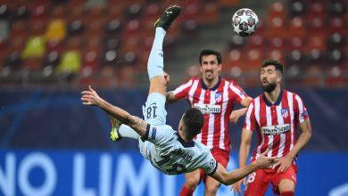 """صورة """"مقصية"""" جيرو تقود تشيلسي لانتصار ثمين على أتلتيكو مدريد وزياش يكسب دقائق لعب- فيديو"""