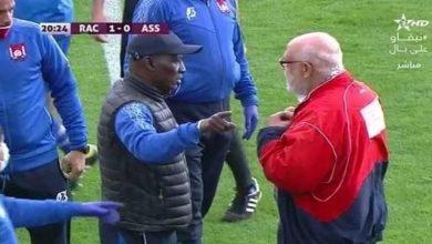 صورة جمعية سلا والراسينغ.. خلاف مع أحد الحاضرين يفجر غضب نضاو والسنغالي يتلقى البطاقة الحمراء