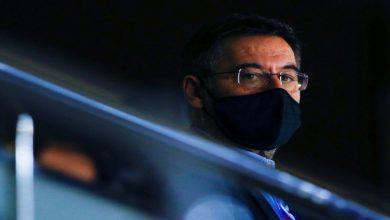 صورة بعد إطلاق سراحه.. مغربي يستقبل بارتوميو- فيديو