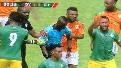 صورة في واقعة غريبة.. حكم مباراة الكوت ديفوار وإثيوبيا ينهي اللقاء في الدقيقة 80
