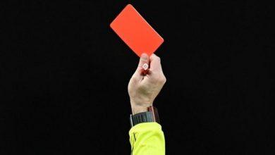 صورة لاعب برازيلي يدخل التاريخ بسبب بطاقة حمراء -فيديو