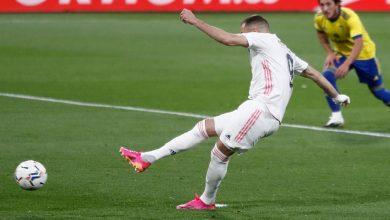 """صورة بنزيما يصعد بريال مدريد لصدارة """"الليغا"""" مؤقتا مع أتليتكو مدريد -فيديو"""