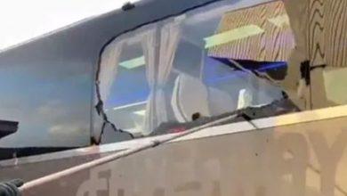 صورة شاهد.. تضرر حافلة ريال مدريد بعد رشقها من مشجعي ليفربول- فيديو
