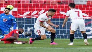 صورة إشبيلية ينتصر على غرناطة في مباراة انتهت بقرار من الحكم وعادت لتستأنف مدة دقيقة- فيديو