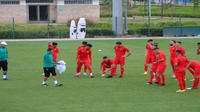 """صورة بحضور الناهيري و10 لاعبين من خارج """"البطولة"""".. عموتة يكشف عن قائمة المنتخب المغربي """"الرديف"""""""
