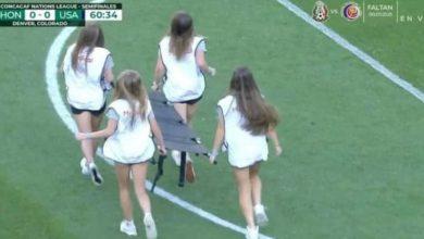 صورة في مباراة كرة قدم.. فريق إسعاف يشعل الإنترنت- صور