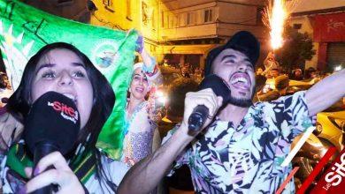 صورة إحتفالات و أجواء هستيرية بدرب السلطان لجماهير الرجاء بعد التتويج بالكونفدرالية- فيديو
