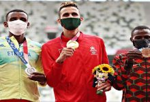 صورة لحظة تتويج سفيان البقالي بالميدالية الذهبية وعزف النشيد المغربي -فيديو