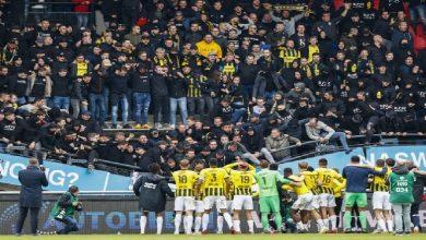 صورة بسبب احتفالات الجماهير.. انهيار مدرج ملعب بالدوري الهولندي -فيديو