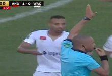 صورة جماهير الوداد تحتج على قرارات حكم مباراة هارتز أوف أوك الغاني